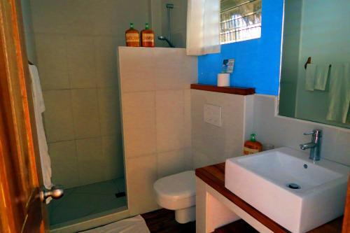 A bathroom at Tepanee Beach Resort