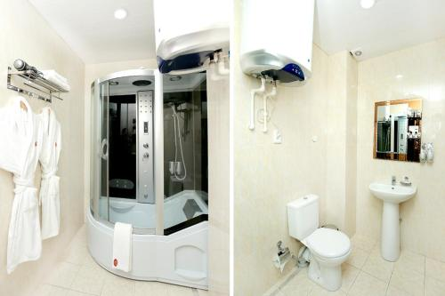 Ванная комната в Khujand Deluxe Hotel