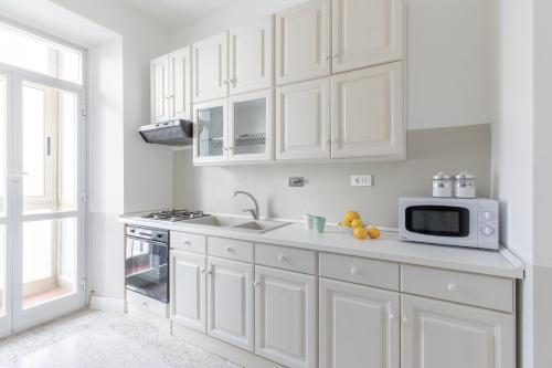 Cucina o angolo cottura di Elegant Apartment in Monti