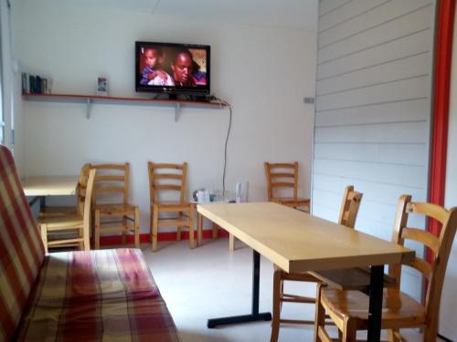 Restaurant ou autre lieu de restauration dans l'établissement La Roche du Trésor Village Vacances