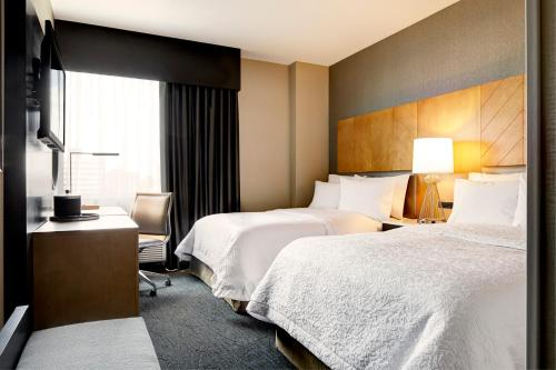 A bed or beds in a room at Hampton Inn Brooklyn Downtown