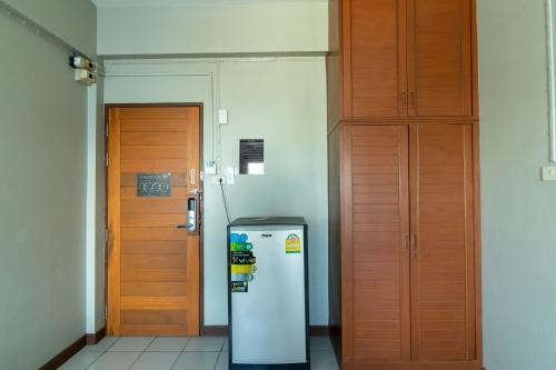 A kitchen or kitchenette at Best LD Hotel