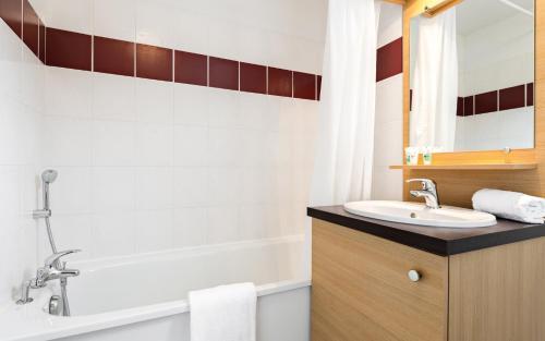 Salle de bains dans l'établissement Le Domaine des Cazelles by Ateya Vacances