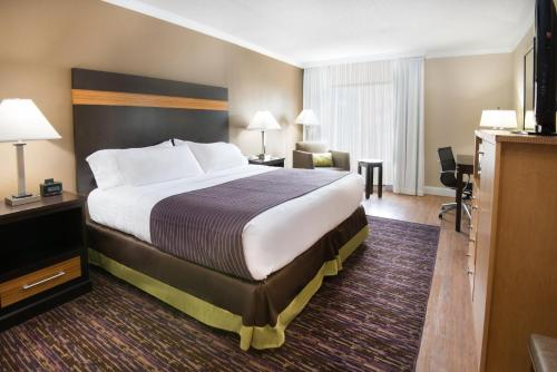 A bed or beds in a room at Holiday Inn Williamsport, an IHG Hotel