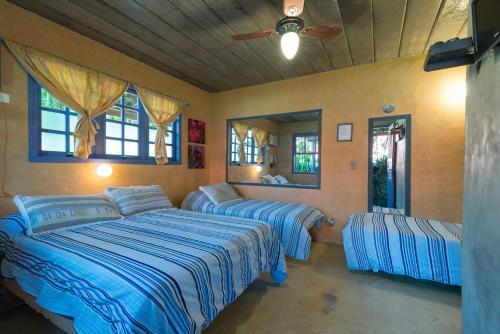 Cama ou camas em um quarto em Mandala Maresias