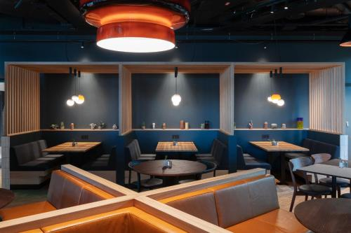 A restaurant or other place to eat at Comfort Hotel Arlanda Airport Terminal