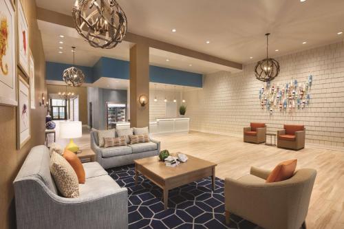 The lobby or reception area at Hyatt House Virginia Beach / Oceanfront
