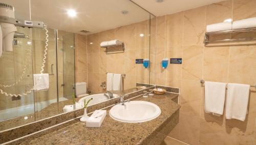 Een badkamer bij Elphistone Resort Marsa Alam