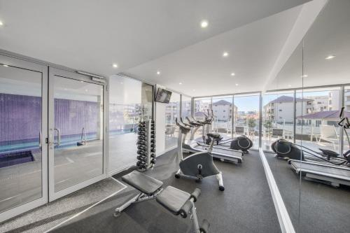 The fitness centre and/or fitness facilities at Adina Apartment Hotel Wollongong