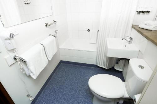 A bathroom at Bay Hotel Apartments (Previously Apartments at Woolmers)