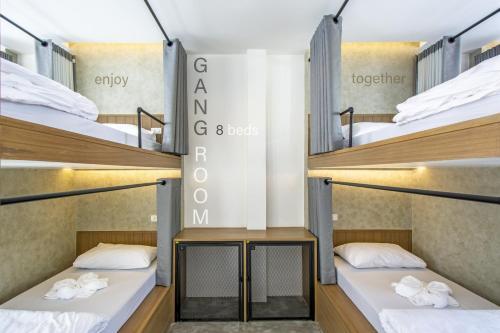 Un ou plusieurs lits superposés dans un hébergement de l'établissement Lost inn BKK