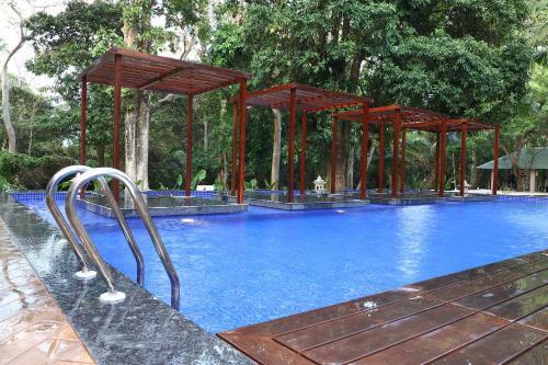 The swimming pool at or close to Sea Shell Samssara