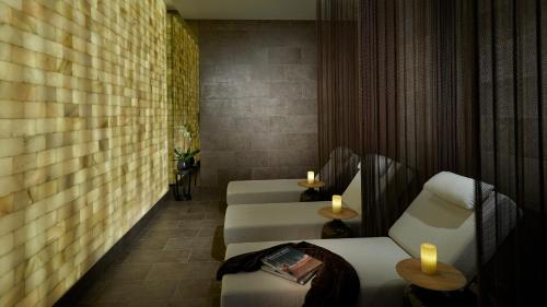 A bathroom at The Guitar Hotel at Seminole Hard Rock Hotel & Casino