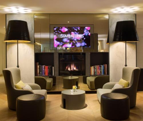 The lounge or bar area at Starhotels Michelangelo Florence