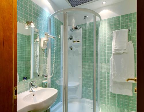 A bathroom at Hotel Corot
