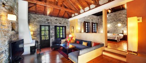 אזור ישיבה ב-Aristi Mountain Resort