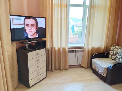 Телевизор и/или развлекательный центр в Apartament Shaumyana 28