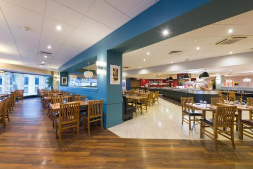 A restaurant or other place to eat at ibis London Earls Court