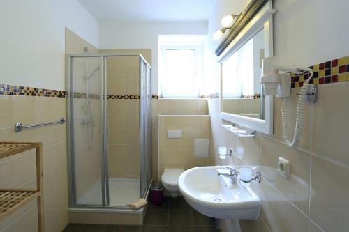 Ein Badezimmer in der Unterkunft Landhotel & Brauhaus Prignitzer Hof