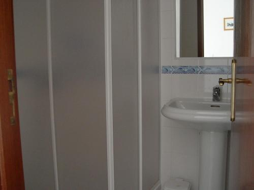 A bathroom at Residencial Popular