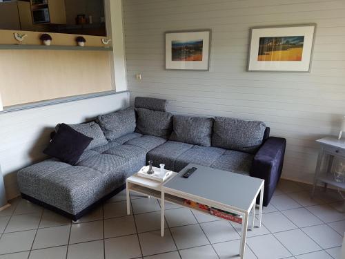 A seating area at Ferienhaus im Seepark Kirchheim