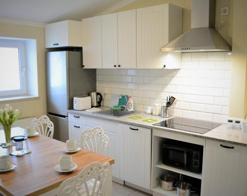 Kuchnia lub aneks kuchenny w obiekcie Gościniec Jantar