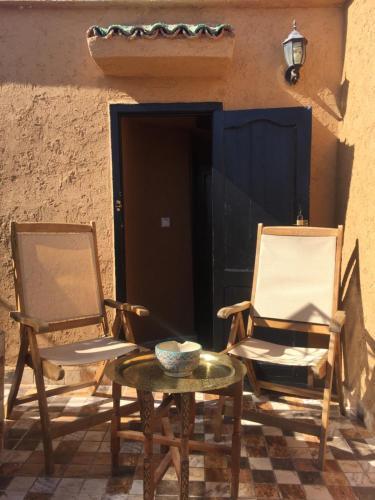 Ein Restaurant oder anderes Speiselokal in der Unterkunft Riad Safari Fes