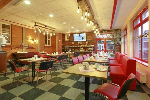Ein Restaurant oder anderes Speiselokal in der Unterkunft Landhotel & Brauhaus Prignitzer Hof