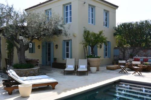 Πισίνα στο ή κοντά στο Charming 4BR,4BA villa + pool in Spetses