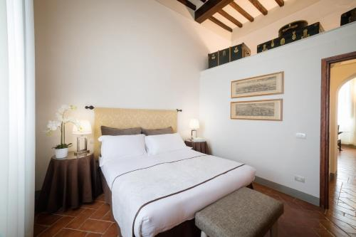 A bed or beds in a room at Tenuta Torre Rossa Farm & Apartments