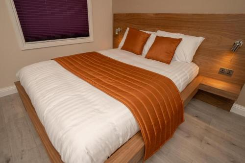 A bed or beds in a room at Eagle Hotel Luton Airport