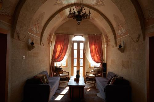 A restaurant or other place to eat at Exedra Cappadocia