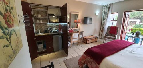 Кухня или мини-кухня в The Mandyville Jeffreys Bay