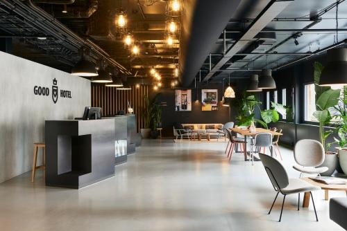 A restaurant or other place to eat at Good Hotel London