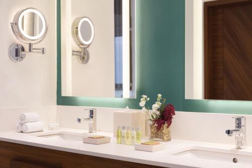 Een badkamer bij Hilton Playa del Carmen, an All-Inclusive Adult Only Resort