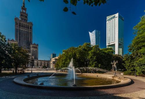 Basen w obiekcie InterContinental Warszawa, an IHG Hotel lub w pobliżu