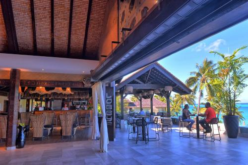 Um restaurante ou outro lugar para comer em InterContinental Tahiti Resort & Spa, an IHG Hotel