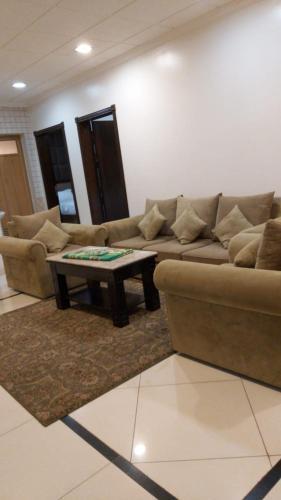 Uma área de estar em Furnished Apartments