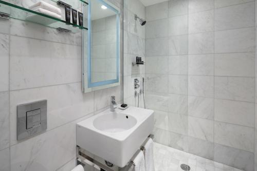 A bathroom at Dream Midtown