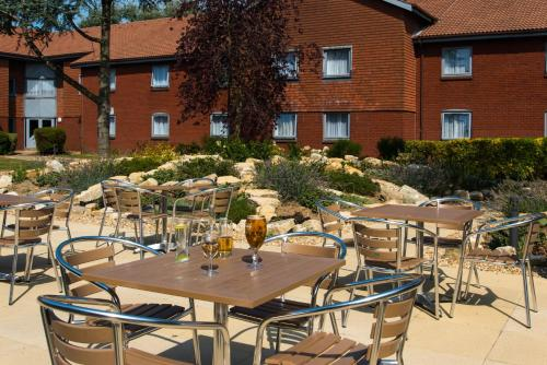 A restaurant or other place to eat at Holiday Inn Express Portsmouth – North, an IHG Hotel
