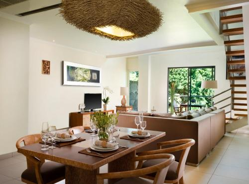 A restaurant or other place to eat at Anantara Vacation Club Legian