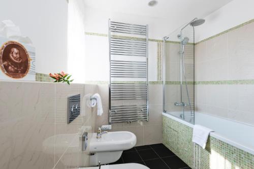 A bathroom at Golden Well