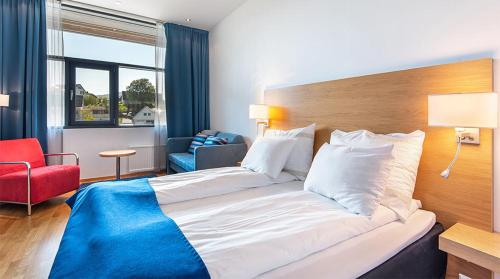 A bed or beds in a room at Quality Hotel Ulstein