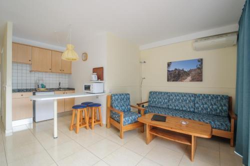 Een keuken of kitchenette bij Apartamentos Dunasol