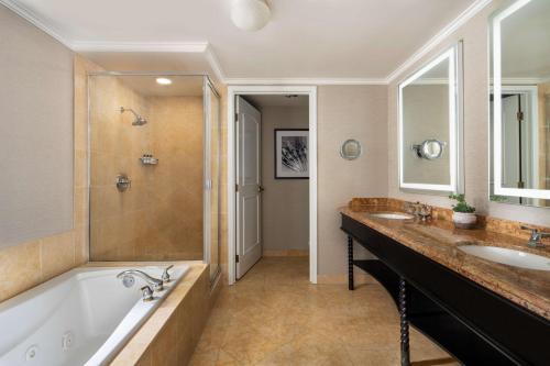 A bathroom at Hyatt Regency Huntington Beach Resort and Spa