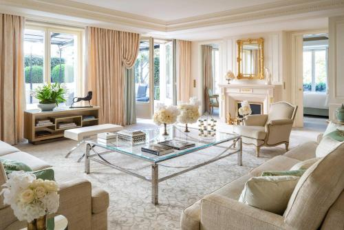 A seating area at Four Seasons Hotel George V Paris