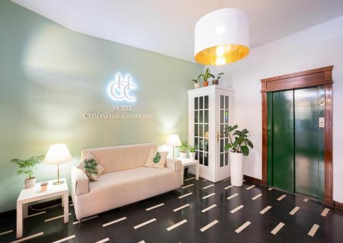 A seating area at Hotel Ciudad De Calahorra