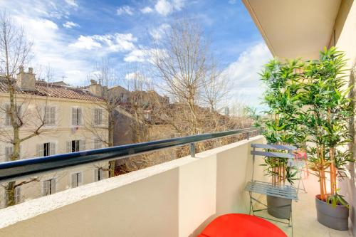A balcony or terrace at Luxury flat with sunny balcony close to the station in Marseille - Welkeys