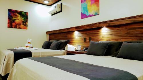 Cama o camas de una habitación en Volcano Lodge, Hotel & Thermal Experience