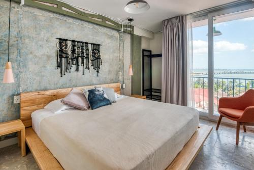 A bed or beds in a room at Selina Casco Viejo Panama City